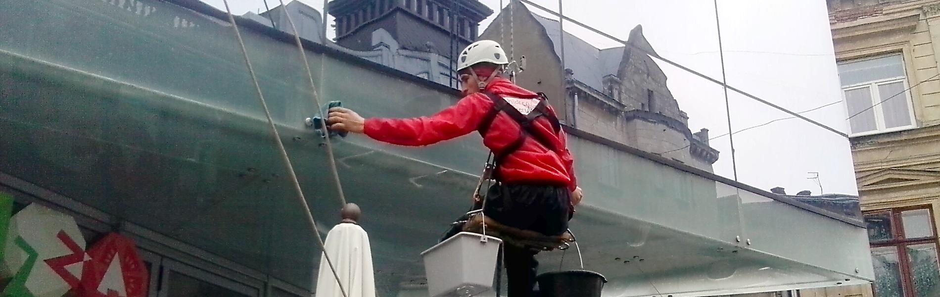 Мийка вікон і фасадів в Франківську