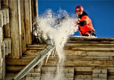 Очищення дахів від снігу й бурульок